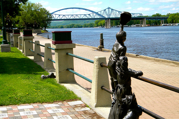 Mark Twain's Mississippi (Minneapolis (Red Wing) to St. Louis) - American Queen Steamboat Company®